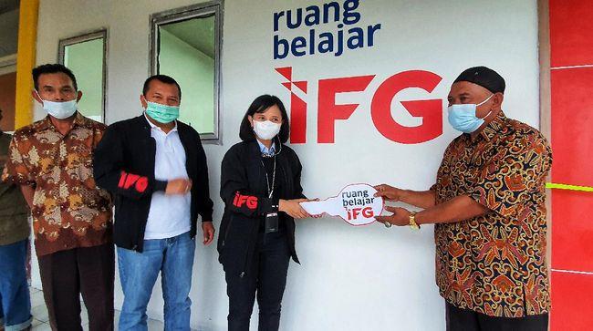 IFG meresmikan Ruang Belajar dengan fasilitas memadai di SDN 02 Cileuksa yang terdampak bencana dan sudah tidak digunakan pasca banjir di Bogor pada awal tahun.