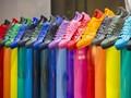 Warna Sneakers yang Netral untuk Semua Warna Baju
