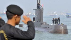 FOTO: Kapal Selam Nanggala-402 TNI AL Hilang di Bali