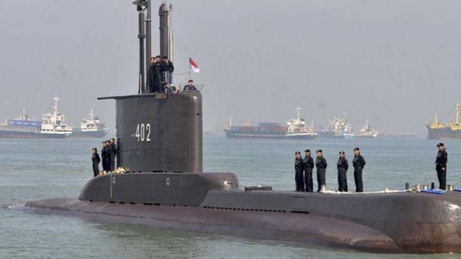 Kapal selam KRI Nanggala-402 disebut mengalami keretakan meski tak ada ledakan.