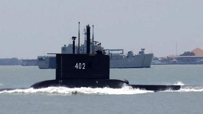 Panglima TNI Marsekal Hadi Tjahjanto mengatakan Kapal Selam KRI Nanggala-402 hilang kontak pada Rabu (21/4) sekitar pukul 04.30.