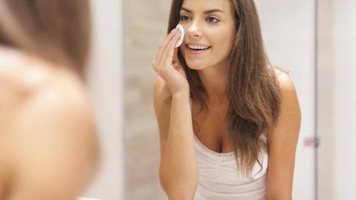 5 Kesalahan Merawat Wajah yang Sering Dilakukan, Hindari Ladies!