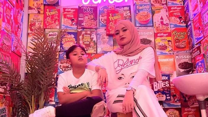 6 Potret Kebersamaan Nathalie Holscher & Anak Bungsu Sule, Kompak Banget!