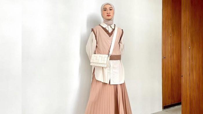 Referensi Mix & Match Tampilan Fashion Hijab ala Korea yang Kekinian untuk Acara Bukber
