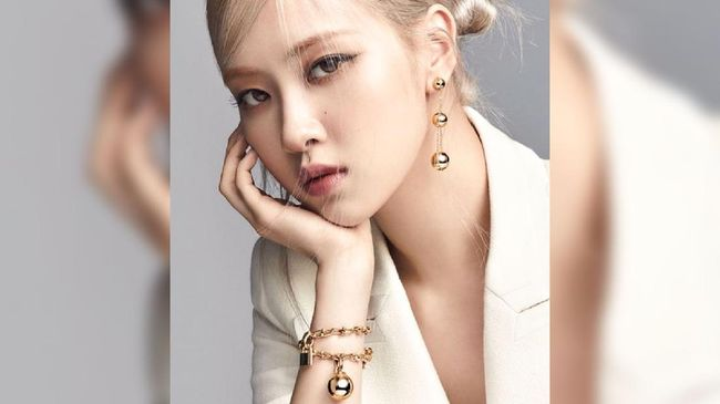 Rose BLACKPINK secara resmi didapuk sebagai global ambassador dari label perhiasan mewah, Tiffany & Co pada Rabu (21/4).