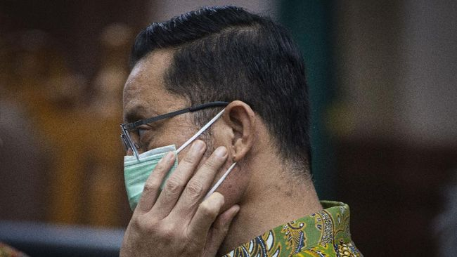 Jaksa menuntut mantan Mensos Juliari Batubara dengan hukuman 11 tahun penjara dan denda Rp500 juta subsider enam bulan kurungan dalam kasus korupsi bansos.