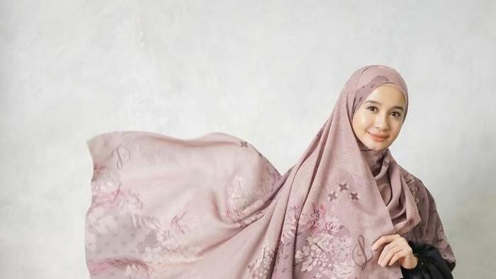 6 Brand Hijab Motif Milik Artis yang Cocok Dipakai Saat Ramadan