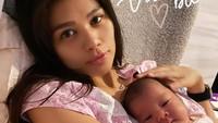 <p>Duh! Baby Korra memang sangat menggemaskan ya, Bunda? Kita doakan semoga gadis kecil ini tumbuh dengan sehat dan jadi kebanggaan orang tuanya, ya. Aamiin. (Foto: Instagram @adindabakrie)</p>