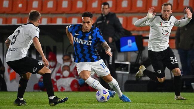 Inter Milan mempertahankan posisi pertama di klasemen Liga Italia sementara Juventus menempati peringkat ketiga.