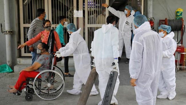Lonjakan kasus corona di India mengakibatkan persediaan oksigen untuk keperluan medis semakin menipis.