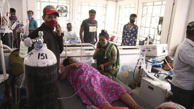 India sementara melarang pasokan oksigen industri karena persediaan untuk pasien virus corona semakin menipis.