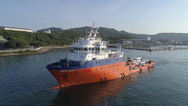 AL Malaysia mengirim kapal MV Mega Bakti untuk membantu pencarian kapal selam KRI Nanggala-402 yang hilang kontak.