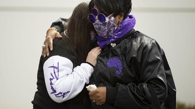 Tepat 5 tahun lalu, industri musik kehilangan salah satu bakat terbaiknya, Prince. Para penggemar mengenang lima tahun kepergian sang bintang AS.