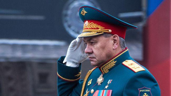 Menhan Rusia, Sergei Shoigu, memimpin latihan militer besar-besaran di Crimea pada Kamis (22/4), di tengah peningkatan ketegangan di perbatasan dengan Ukraina.