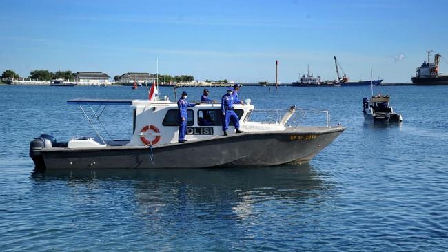 Operasi pencarian kapal selam KRI Nanggala-402 yang hilang kontak sejak Rabu dini hari di perairan Bali melibatkan berbagai armada dan personel gabungan.