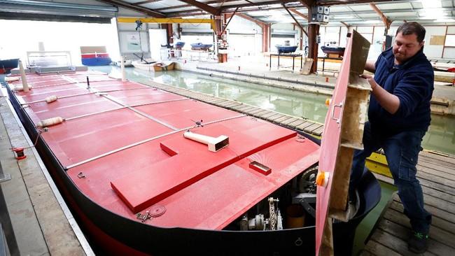 Lembaga Pusat Pelatihan Pengendalian Kapal di Prancis membuka kelas khusus untuk melatih para nakhoda kapal yang akan melintasi Terusan Suez.