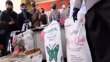 VIDEO: Polisi Bongkar Praktik Pemalsuan Gula Pasir