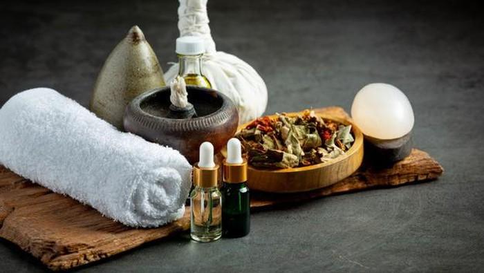 3 Cara Menggunakan Essential Oil untuk Detoks dan Peremajaan Kulit