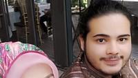 <p>Jadi putra semata wayang, Camelia Malik sangat menyayangi Sadam Rizky. Ia kerap mengunggah potret kebersamaan dengan si bungsu. (Foto: Instagram @cameliamalikreal)</p>