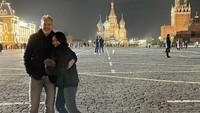 <p>Hampir tiga tahun berumah tangga, Anggun dan Christian selalu terlihat harmonis di berbagai kesempatan. Lihat saja potret liburan mereka di Moscow, Rusia. (Foto: Instagram @anggun_cipta)</p>