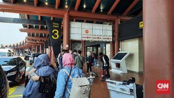 Ramai Bandara Soetta di Tengah Pengetatan Mudik