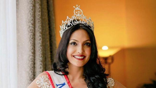 Caroline Jurie melepaskan gelarnya sebagai Mrs World setelah menghadapi tuntutan pidana akibat merebut mahkota pemenang Mrs World Sri Lanka.