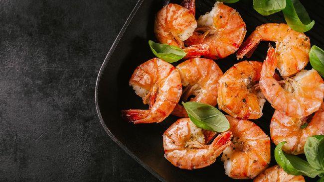 Sajikan makanan sahur yang nikmat dan menggugah selera. Anda bisa mencoba resep praktis sahur tumis udang berikut ini.