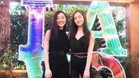 <p>Jane dan Jada gemar tampil kompak mengenakan outfit serupa. Penampilan mereka yang terlihat sangat mirip membuatnya sering dikira anak kembar, Bunda. (Foto: Instagram @janeli419)</p>