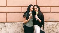 <p>Jane dan Jada kini beranjak dewasa, Bunda. Mereka mewarisi kecantikan dari sang bunda, aktris Nina Li Chi. (Foto: Instagram @janeli419)</p>