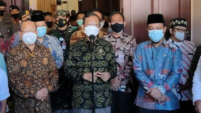 Mahfud MD mengatakan tim Densus 88 Antiteror Polri telah menangkap 83 terduga teroris. Sebagian besar dari Makassar, Sulawesi Selatan.