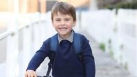 <p>Louis yang kini berusia tiga tahun tumbuh menjadi anak yang aktif dan ceria. Hari ini akun Instagram resmi kerajaan mengunggah potret Pangeran Louis ketika bersepeda. (Foto: Instagram @kensingtonroyal)</p>