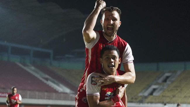 Taufik Hidayat menjadi bintang Persija Jakarta saat mengalahkan Persib Bandung di leg pertama final Piala Menpora 2021.