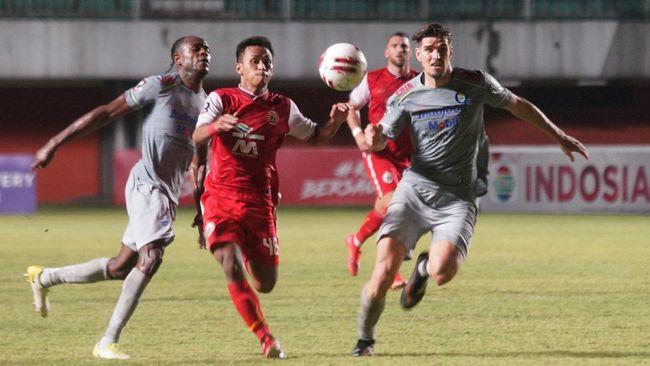 Persija Jakarta memainkan formasi yang tidak biasa saat melawan Persib Bandung di leg pertama final Piala Menpora 2021, Kamis (22/4) malam.
