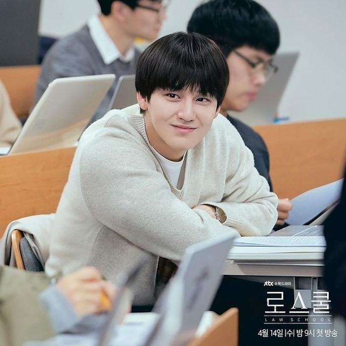 Kim Bum akan berperan sebagai karakter Han Joon Hwi, mahasiswa jurusan Hukum tahun pertama yang mendapatkan posisi teratas di kelasnya (foto: instagram.com/jtbcdrama)