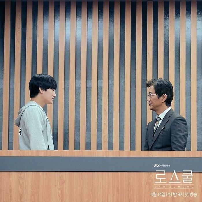 Han Joon Hwi ini dicurigai sebagai salah satu tersangka pembunuh dosen yang juga pamannya, yaitu Seo Byung Ju (foto: instagram.com/jtbcdrama)