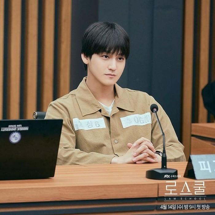 Baru tayang 2 episode, Kim Bum sudah jadi calon tahanan aja, drama ini memang penuh teka teki, guys! (foto: instagram.com/jtbcdrama)