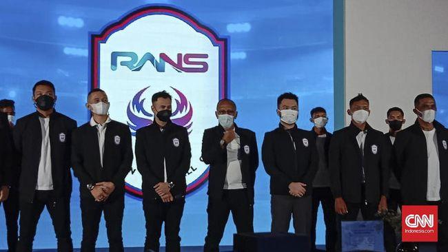 Niat Raffi Ahmad terjun ke sepak bola mulai memberi warna. Terobosan Raffi bersama Rans Cilegon FC dari sisi hiburan mulai menghadirkan anomali.