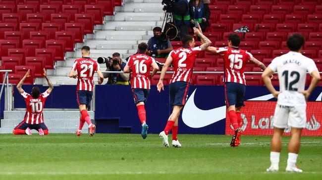 Perubahan terjadi di papan atas klasemen Liga Spanyol setelah Barcelona menang telak 5-2 atas Getafe dan Atletico Madrid mengalahkan Huesca 2-0.
