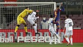 Lionel Messi gagal mencetak hattrick di Barcelona vs Getafe setelah memberikan penalti kepada Antoine Griezmann dalam laga Jumat (23/4) dini hari WIB.