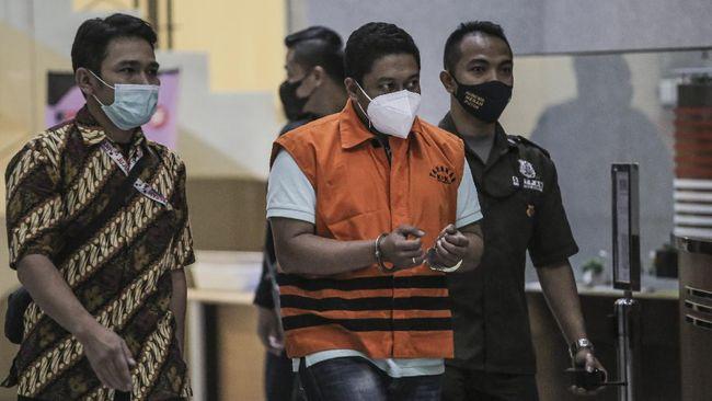 Ketua KPK Firli Bahuri mengklaim penyidik yang memerasa kepala daerah, SRP, masuk lembaga antirasuah dengan hasil tes di atas rata-rata.