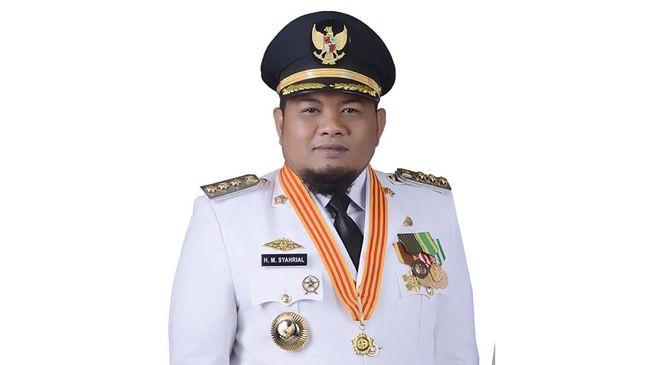 Wali Kota Tanjungbalai M Syahrial diduga kongkalikong dengan penyidik KPK dari unsur Polri untuk menghentikan pengusutan kasusnya di lembaga antirasuah.