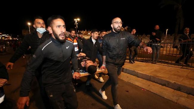 Sekitar seratus orang terluka akibat bentrokan antara aparat Israel dan warga Palestina di Yerursalem dalam beberapa hari belakangan.