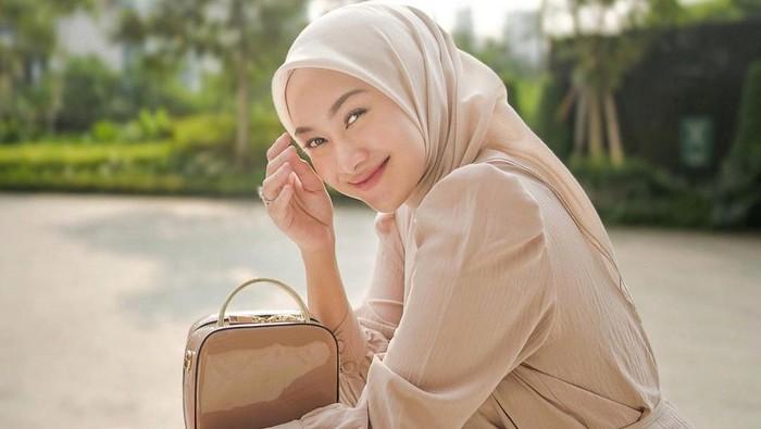 Manis dan Stylish, 6 Outfit Hijab untuk Buka Puasa ala Influencer Cantik