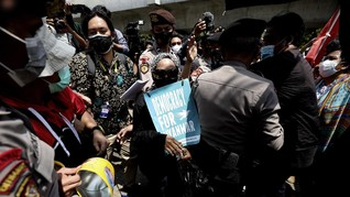 LBH Jakarta Sebut Peserta Demo Myanmar 'Diangkut' Polisi