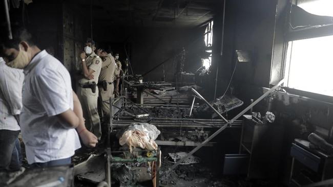 Setidaknya 13 orang tewas akibat kebakaran di salah satu rumah sakit yang merawat pasien Covid-19 di India pada Jumat (23/4).