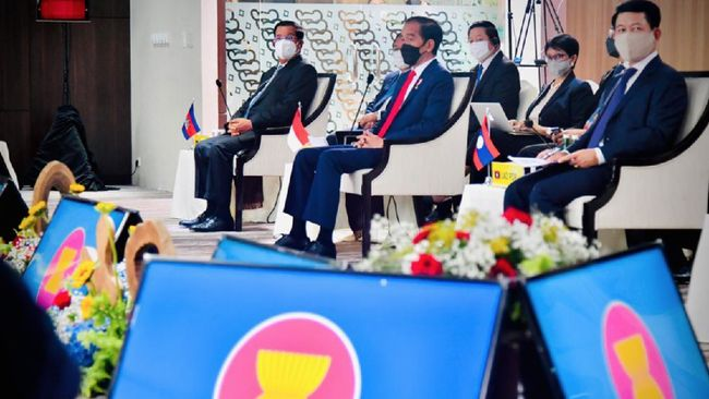 Para Menteri Luar Negeri ASEAN disebut akan menggelar pertemuan khusus membahas KTT tanpa mengundang junta militer Myanmar .