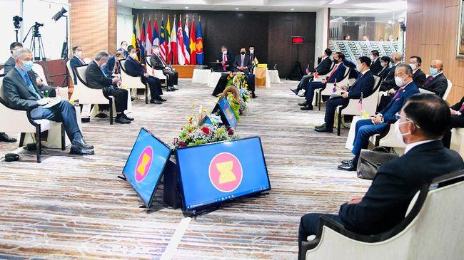 Malaysia dan Singapura mengakui bahwa ASEAN memang lamban menangani situasi di Myanmar yang kian parah setelah kudeta militer pada 1 Februari lalu.