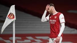 FOTO: Kiper Buat Gol Bunuh Diri, Arsenal Kalah