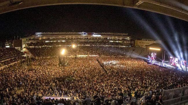 Selandia Baru pada Sabtu (24/4) menggelar konser musik perdana di stadion olahraga yang didatangi sekitar 50 ribu orang.