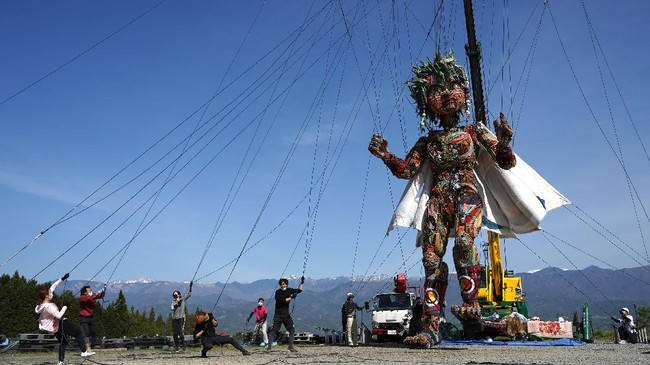 Boneka MOCCO yang berbentuk raksasa akan diarak keliling Jepang sebagai simbol semangat bangkit dari musibah gempa, tsunami dan pandemi.